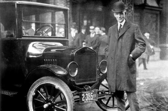 Henry Ford introduziu a produção em massa na indústria automobilística americana