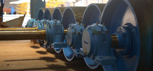 Os custos de manutenção e sobressalentes devem ser considerados no custo de produção.